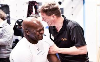 Personal Training-Legende Lamar Lowery mit Michael Eppler (Geschäftsführer Clap Tzu). Was so lustig war? Das wird ihr Geheimnis bleiben ... :-) | Bild mit freundlicher Genehmigung der Ludwig Artzt GmbH